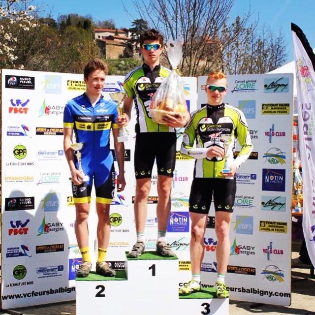Annecy Cyclisme Compétition podium pour Basile et Lucas